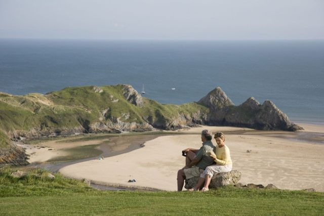 The British Isles have some of the world's most beautiful and dramatic beaches.Find the best beaches in England and Wales.: Three Cliffs -…