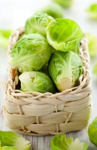 Brukselka ma sporo kwasu foliowego, dlatego polecana jest zwłaszcza kobietom w ciąży i planującym dziecko. Jest również bogatym źródłem beta karotenu i witaminy B1, która wpływa korzystnie na zdrowie układu nerwowego. Jest najbogatszym w białko warzywem kapustnym. Dzięki licznym walorom żywieniowym i jednocześnie niskiej kaloryczności, brukselka powinna stanowić stały składnik menu.
