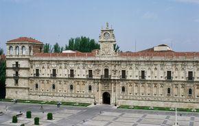 Parador of León, León : A Convent/Monastery Parador