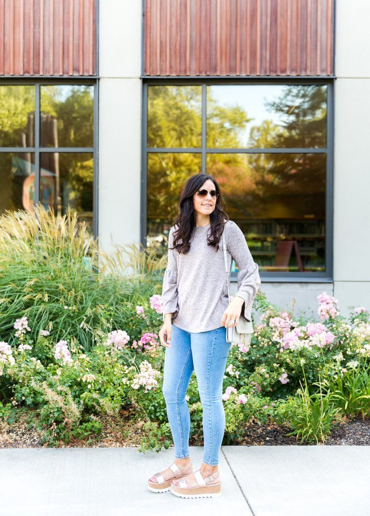Mom friendly bell sleeve top, Bell sleeve outfit ideas. how to style a bell sleeve top, fall fashion, cool weather fashion, flatform outfit ideas