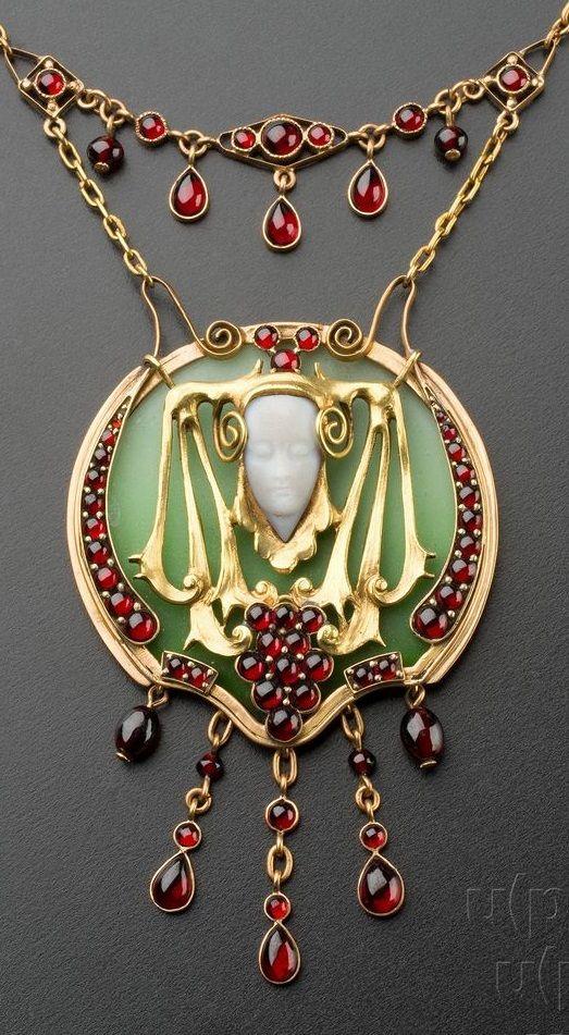 An Art Nouveau gold and Czech garnet necklace, Prague, circa 1909. #ArtNouveau #necklace