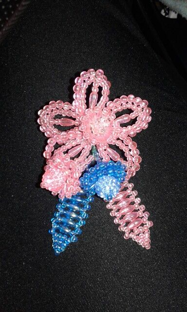 Bello recuerdo para alguna actividad con el tema de la cinta rosa/celeste. Prevencion del cancer de mama