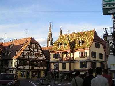 """A mi-chemin entre Strasbourg et Colmar, la destination du circuit de la route du vin """"Cœur d'Alsace"""" offre une mosaïque de paysages alliant vignoble et forêt. La partie du vignoble entre Barr et Rouffach fait découvrir les villages viticoles les plus typiques d'Alsace."""