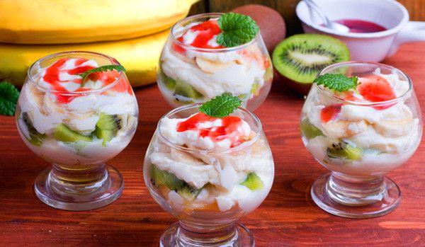 Фруктовый салат со сливочным сыром и сливками