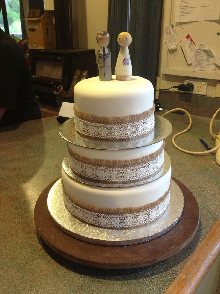 Ivory wedding cake with hessian and lace detail