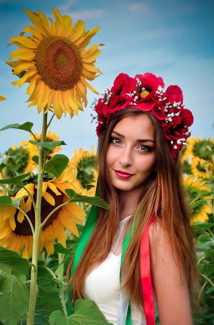 украинские красотки видео русскую секретаршу трахает
