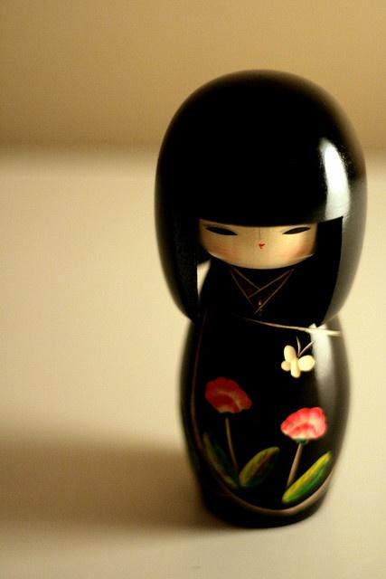 Kokeshi (em japonês 小芥子 ou こけし) são bonecas japonesas, originárias do norte do país. Uma marcante característica das Kokeshi é a ausência de braços e pernas. Simbolizam a alma das crianças, que as bonecas levem todo o mal que as crianças porventura possam sofrer em vida.