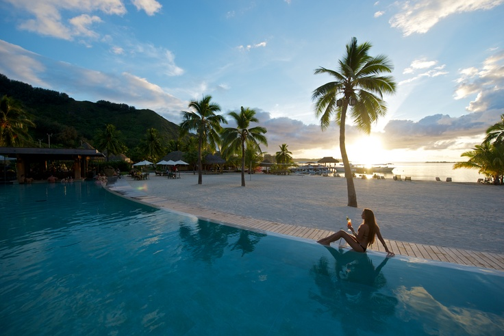 Beach of the #InterContinental #Moorea Resort & Spa stretches #luxuriously between mountain and lagoon