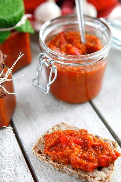 Pasta pomidorowo-paprykowa z bakłażanem -  Ljutenica albo lutenica