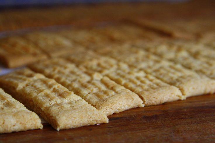 Bakade lite småkakor och tog med till syster i helgen. Kryddade dem med pepparkakskryddor, men detta går bara utesluta om man vill ha vanliga kolasnitt. Det här behöver du : 200 gram smör 1 1/4 dl strösocker 5 1/2 dl vetemjöl 2 tsk bakpulver 3 msk sirap 2 msk vanilsocker … Läs mer