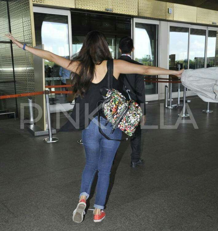A quirky Shraddha Kapoor was spotted in a jovial mood at the airport recently. Dressed in a casual avatar, the actress was seen in a chirpy mood, where she was literally running at the airport with her hands high in air, like wings, all set to fly!  Sonam Kapoor, as always, again managed to stun us, with her airport look, topped with oodles of style. A boho-inspired monochrome off-shoulder outfit in black and white, matching tote and sunnies, and Sonam scored full marks from the fashion…
