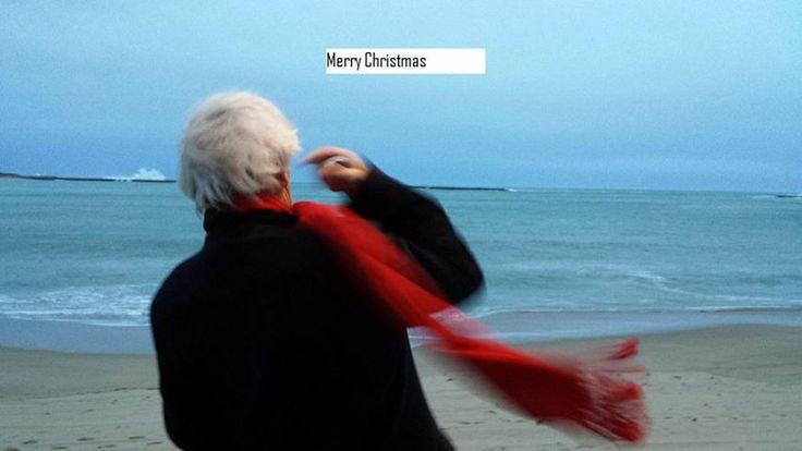 Merry Christmas...!!! amigo Philippe Bizot , voy sobrevolandote de frente en el trineo,..Ya te veo el rostro maquillado de blanco y te llevo un regalo que me pediste ( ad-hoc ) , Obama me dio tus coordenadas sobre la playa... Jojojo .-
