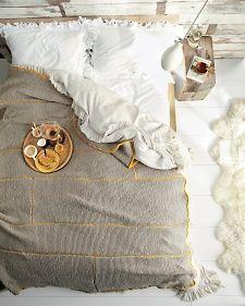 breakfast in bed - DIY knit blanket by martha stewart