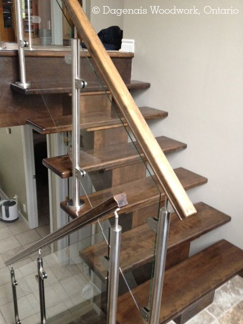 Prestige Metal/Installation Dagenais Woodwork. Utilisez l'acier inoxydable pour vos escaliers ! Use stainless steel in your staircases !