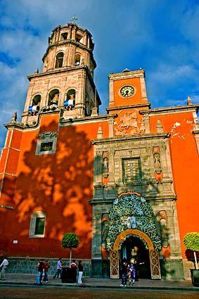 Por las calles de la bella #Queretaro se encuentran maravillosos regalos arquitectónicos que convierten en viajes llenos de regocijos las caminatas por esta ciudad mexicana.
