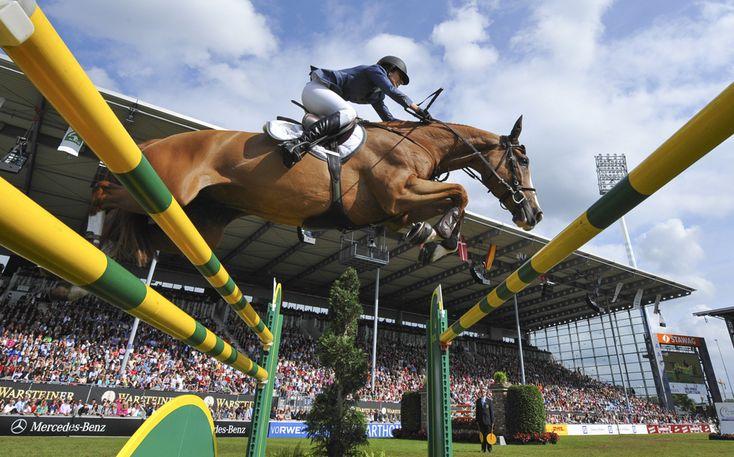Călăreţul elveţian Janika Sprunger, pe calul său, Palloubet d'Halong, suprins într-o săritură peste un obstacol, în timpul competiţiei Showjumping Grand Prix ce face parte din festivalul de echitaţie International Horse Show CHIO din Aachen, Germania, duminică, 30 iunie 2013. (  Uwe Anspach / AFP  ) - See more at: http://zoom.mediafax.ro/sport/best-of-sports-iunie-iulie-2013-11229606#sthash.6sUaiwUl.dpuf