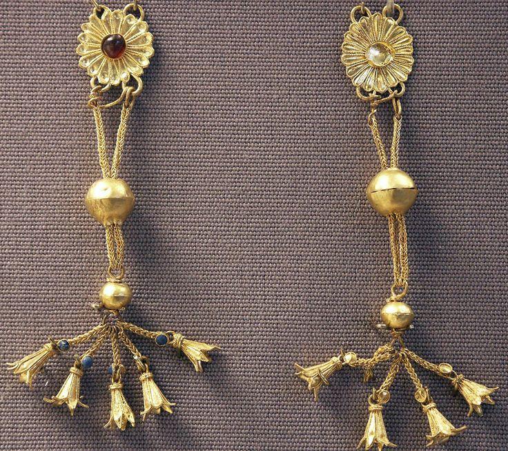 earrings, gold, Greek (Hellenistic?)