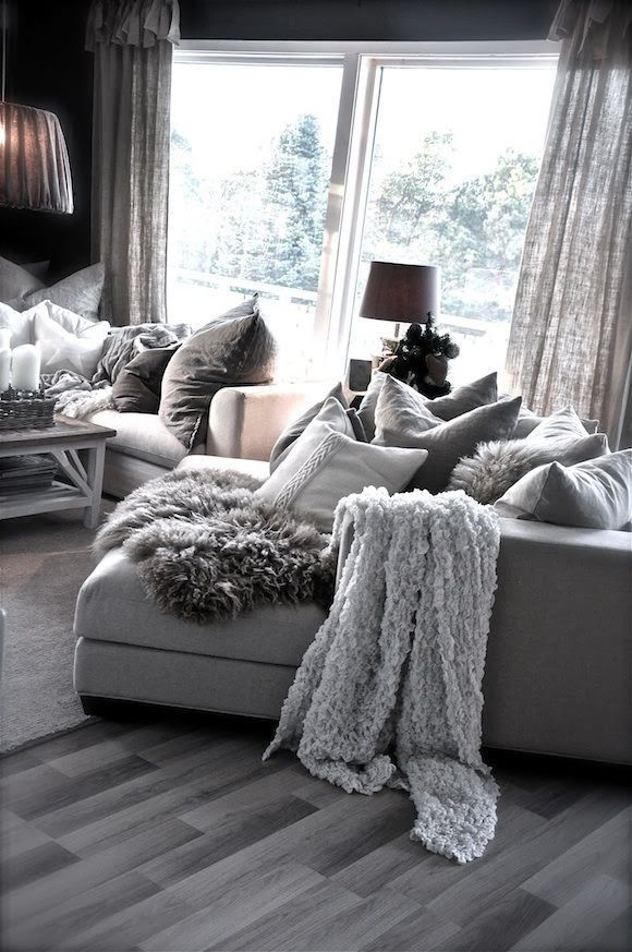 Love the cozy look and feel | great coaches tons of pillows
