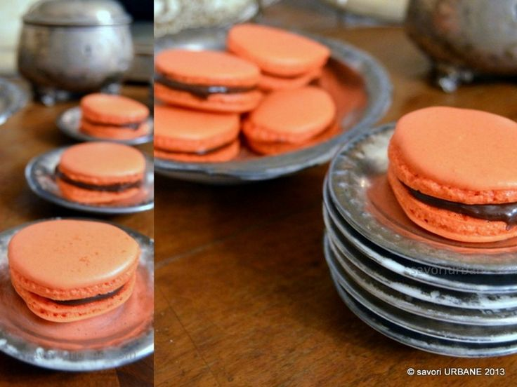 Macarons cu portocale si ciocolata. Macarons – un challenge incitant. Am citit zeci de retete si de variante: cu albus crud sau oparit (bezea italiana)...