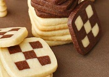 Damalı kurabiye Malzemeler • 1 paket kakao • 1 paket tereyağı veya margarin(250 gr) • 2 bardak toz şeker • 3 adet yumurta • 2 yemek kaşığı vanilya • 4 bardak un • 1 tatlı kaşığı karbonat • 1 tatlı …