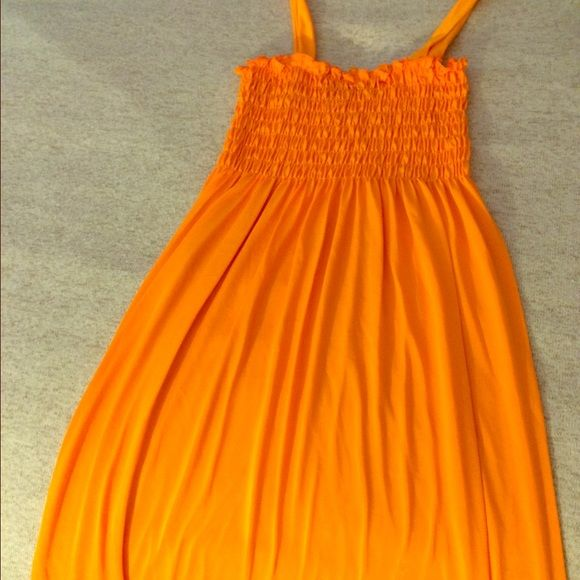 Orange Maxi Dress (never been used) This maxi dress is perfect for summer and has never been worn. It's ready for a new home! Dresses Maxi
