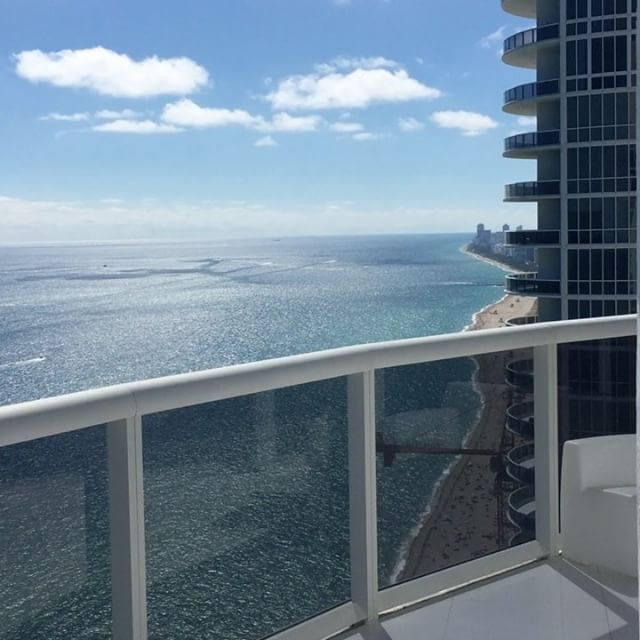 Beautiful day here in Sunny Isles Beach 🌊  spectacular 3 bedrooms + 3 baths 🛀 Available for sale and available for short term Rental at the prestigious Trump Tower II. For sale at :$2,850,000 or Rent it at :$18,000 monthly . Call me today or go on MLS number : A10334932  #mariakunigonis #mariakunigonisrealtor #mariakunigonispa #corretoramiami #corretorabrasileira #corretoradeimoveisdeluxo #trumptowers #trumptower2 #sunnyislesbeach #realtor #realestate #buyeragent #listingagent…