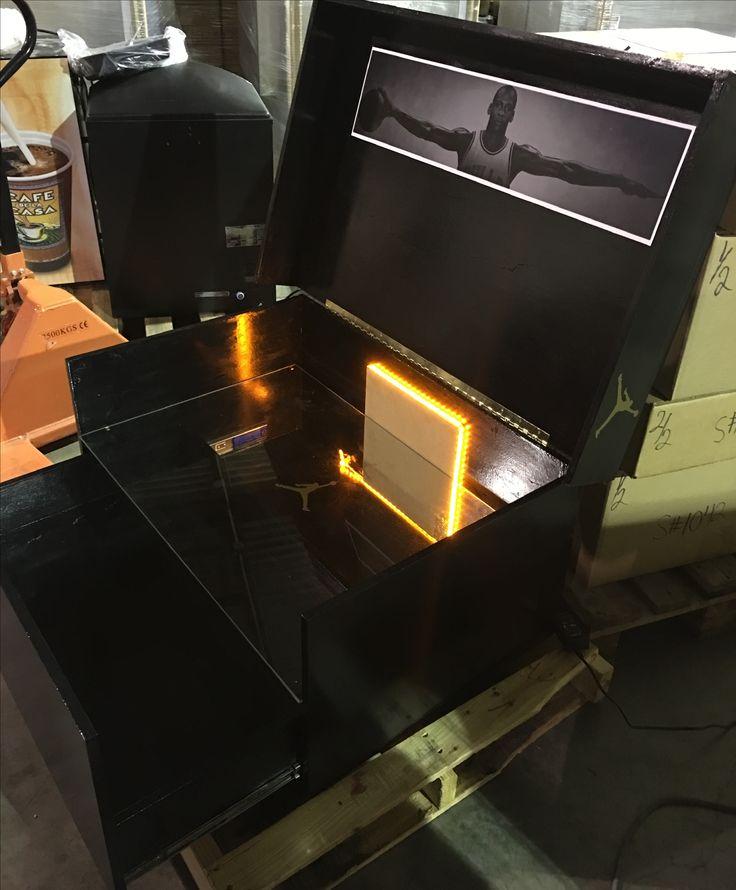 Pin von sneakerheadshoebox auf giant air jordan shoebox for Schuhschrank jordan design