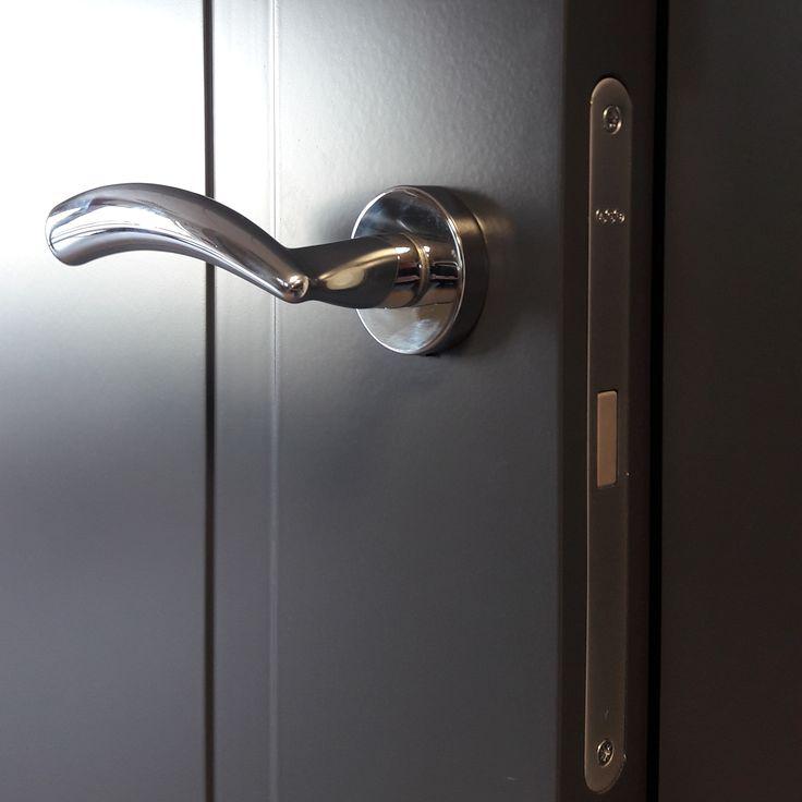 APPICTA 08 in dark grey colour magnetic lock and Mandelli NADIR chrome handle