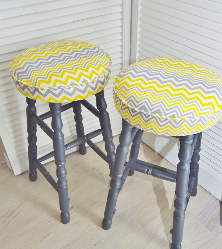 Trendy Chevron Stools...for sale. #outdoorfabric #chevronfabric #anniesloan #chalkpaint #parisgrey #timberfurniture #repurposedfurniture #paintedfurniture #countrystyle #countrycharm #realliving