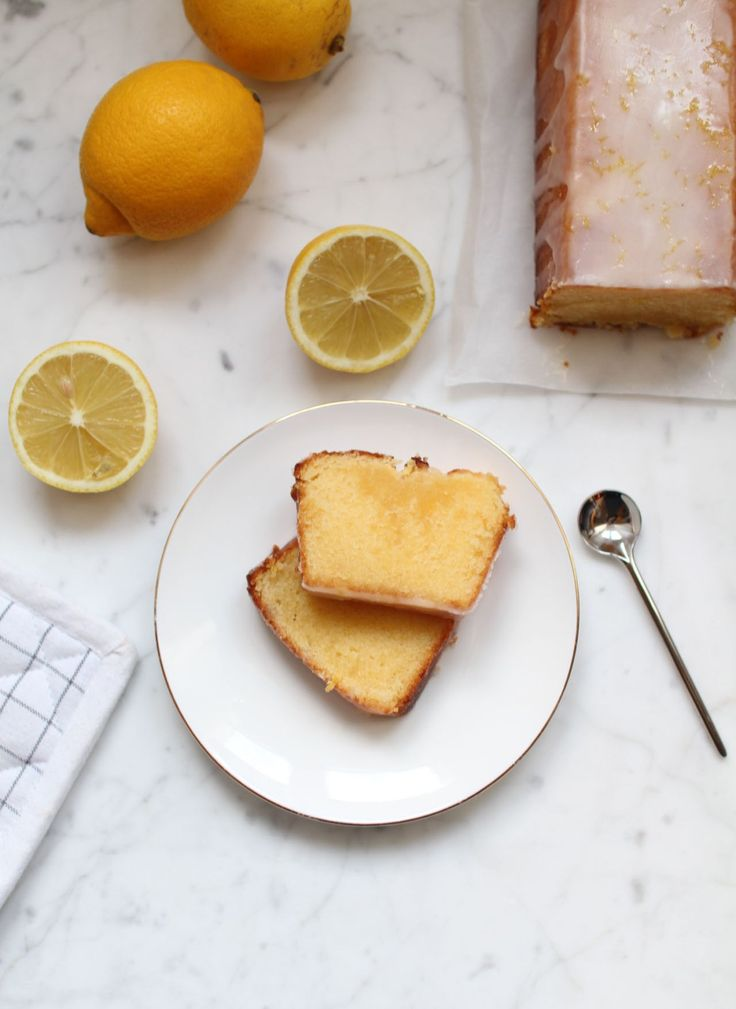 THE cake au citron : la recette du meilleur cake au citron qu'il m'ait été donné de goûter...totalement addictif ! http://www.royalchill.com/2017/03/24/the-cake-au-citron/ #citron #recette #cake #cuisine #food #photography