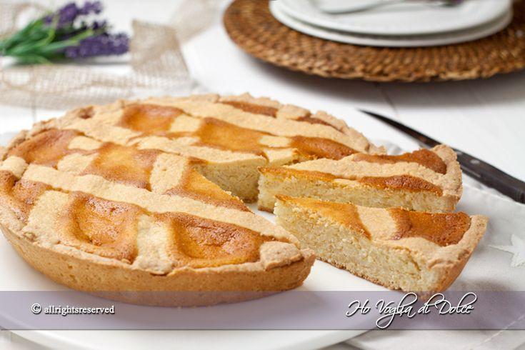 La pastiera di riso è un dolce tipico di Pasqua, una ricetta senza grano ideale per chi è intollerante al grano. Una crostata di riso cremosa e aromatica