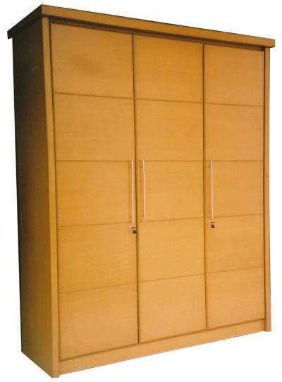 Lemari pakaian 3 pintu bisa anda jadikan pilihan utama tempat penyimpanan semua busana jika lemari lama sudah tidak cukup menampung koleksi ...