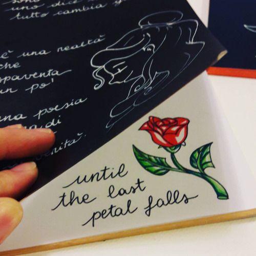 Ancora regali di natale… ❤ è una realtà… che succede già… e spaventa un po'… #labellaelabestia #thebeautyandthebeast #quaderno #notebook #disegno #drawing #drawings #draw #schizzo #rosa #roses #rose #quote #quotes #citazione #untilthelastpetalfalls...