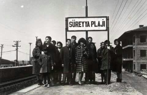 Süreyya plajı tren istasyonunda 1 nisan 1966 da çekilmiş bir hatıra fotoğrafı.