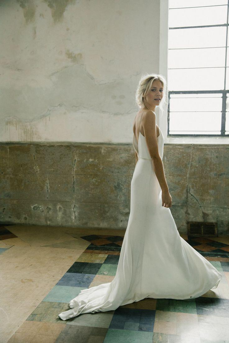 Fotograf – M.K. Sadler Hair & Makeup – Amanda Gros Haarschmuck – Natur …   – All Things Holy Matrimony
