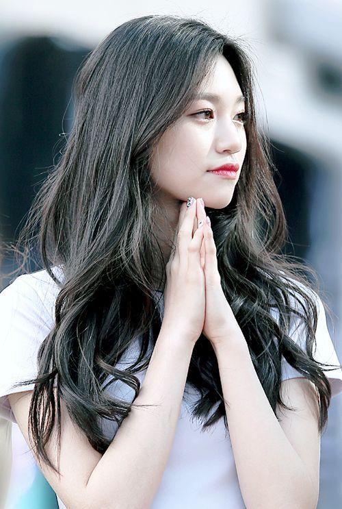 Doyeon // I.O.I // She's so pretty!