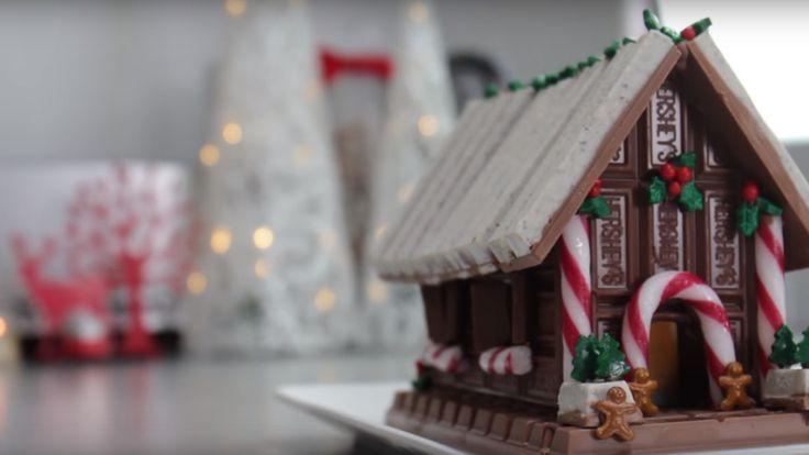 Vil du lage pepperkakehus uten å bruke pepperkaker? Da bør du sjekke ut dette fantastiske julehuset! Videoen viser hvordan du enkelt får tidenes mest dekorative, spiselige julepynt.