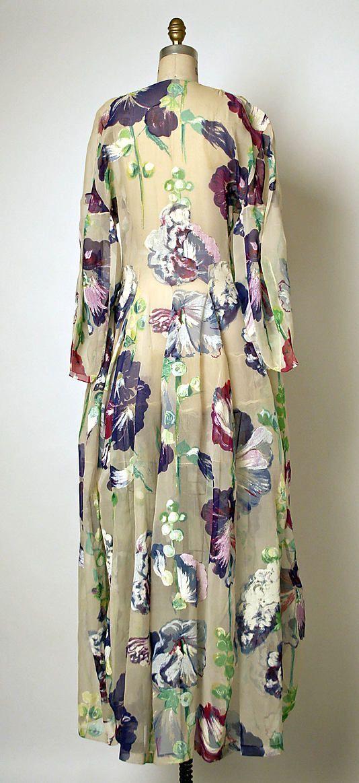 Tea gown Cristobal Balenciaga  (Spanish, 1895–1972)  Maker: Henri Bendel (American, founded 1895) Date: 1937 Culture: French Medium: silk. Back