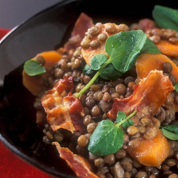 Linsensalat mit Bacon: Den Linsensalat könnt ihr gern schon 1 bis 2 Tage vorher zubereiten. Kalt stellen. ABER: Salatsoße, Brunnenkresse und Bacon frisch dazugeben!