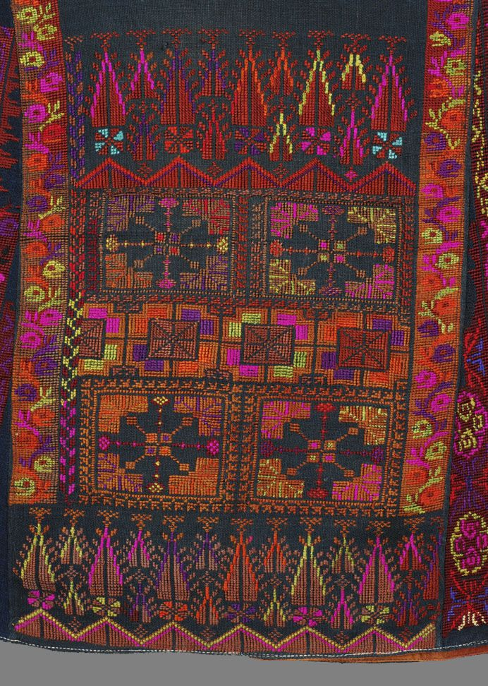 palestinian…A beautiful piece of embroidery using silk threads. stunning.