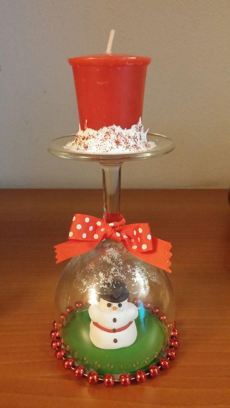 Bicchiere candela con pupazzo di neve in fimo