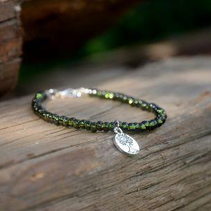 Více na www.prochazkastylem.cz Look at prochazkastylem.cz Green glasess beads.
