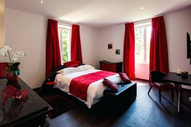 Chambre ŕ Coucher Rouge Et Noir En 2020 Chambre A Coucher Chambre A Coucher Noire Chambre A Coucher Rouge