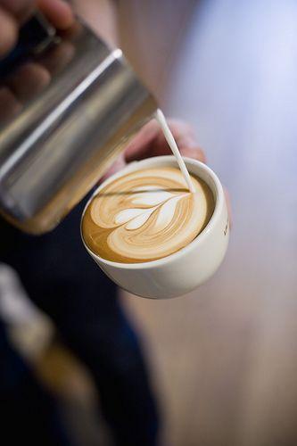 Latte Art ...! Beautiful.
