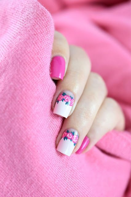 Nail art couronne de fleurs facile - Easy floral crown nail art [VIDEO TUTORIAL] - floral half moon - negative space #nailart #nailartdesigns #nails