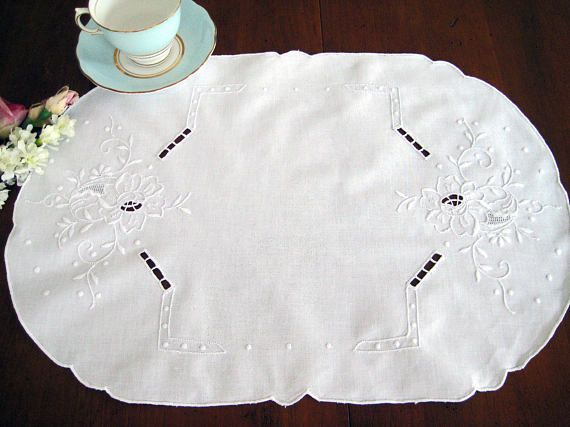 "4 Vintage White Placemats, Floral White Embroidery, Cutwork, Cotton, Excellent, 19"" x 13.5"""