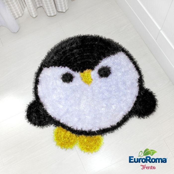 O  Crochê Designer Marcelo Nunes preparou uma receita divertida e aconchegante com o Fio Trento. A peça batizada de 'Tapete Pinguino' é id...