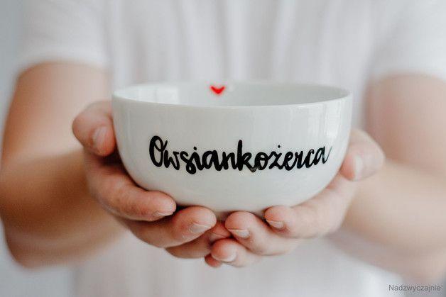 Nadzwyczajna, porcelanowa miska z napisem -   Owsiankożerca   Ostatnio mardzo modne jest bycie fit, a jak wiemy idealnym śniadaniem każdego fitmaniaka jest OWSIANKA. Od dziś koniec z nudnymi...