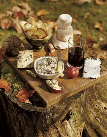 stump of a log and cutting board creates your tiny table
