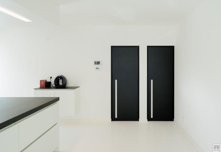 Meer dan 1000 idee n over donkere deuren op pinterest witte kozijnen binnendeuren en schuur - Lichtgrijze gang ...